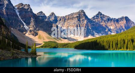 Moraine lake in Banff National Park, Alberta, Canada. - Stock Photo