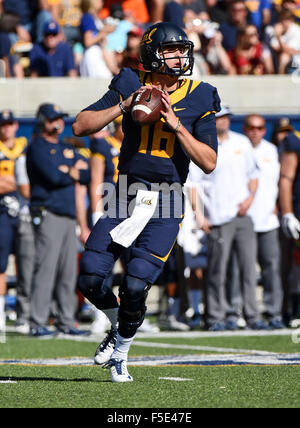 Berkley, CA. 31st Oct, 2015. Jared Goff of the Cal Bears in action during a 27-21 loss to the USC Trojans at Kabam - Stock Photo