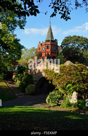 The iconic Port Sunlight Lyceum, with the Dell Bridge in the foreground. - Stock Photo