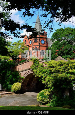 The iconic Port Sunlight Lyceum with the Dell Bridge below. - Stock Photo