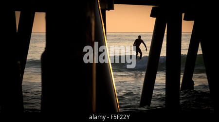San Clemente, California, USA. 9th Dec, 2012. A surfer takes on a small wave just south of the San Clemente Pier - Stock Photo