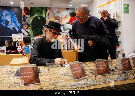 Turin, Italy. 03rd Nov, 2015. Italian singer-songwriter Francesco De Gregori has performed in a mini live at the - Stock Photo
