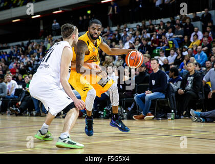 London UK. 29th October, 2015. Lions' Jaron Lane with the ball. London Lions vs Manchester Giants BBL game at the - Stock Photo