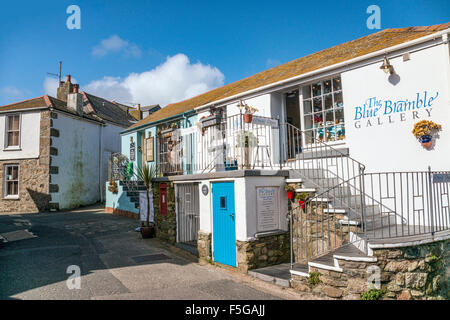Blue Bramble Gallery at the old town of St.Ives, Cornwall, England, UK | Blue Bramble Gallery in der Altstadt von - Stock Photo