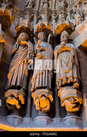 Statues on the facade of Notre-Dame cathedral, Amiens, Somme, Picardie, France - Stock Photo