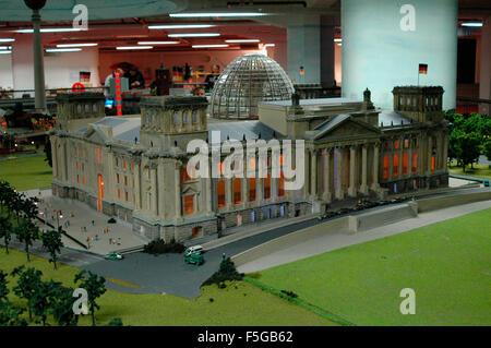 Modell Reichstag - 'Loxx': eine grosse Modelleisenbahnanlage, in die zahlreiche Modelle Berliner Bauwerke eingearbeitet - Stock Photo
