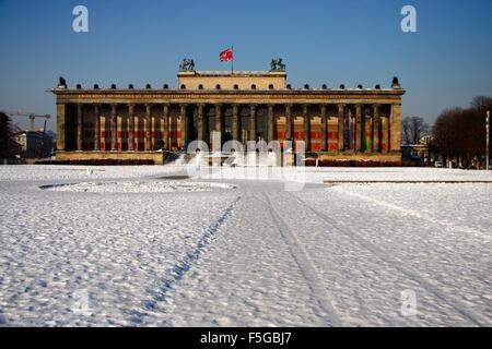Winter in Berlin: Altes Museum, Museumsinsel, Lustgarten, Berlin-Mitte. - Stock Photo