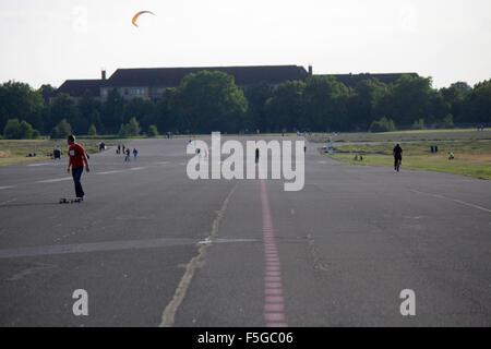 Impressionen: Tempelhofer Feld auf dem Gelaende des frueheren Flughafen Tempelhof, Berlin-Tempelhof - Stock Photo