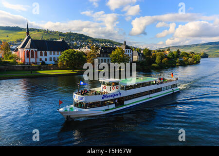 Bernkastel-Kues is a well-known winegrowing centre on the Middle Moselle in the Bernkastel-Wittlich district in - Stock Photo