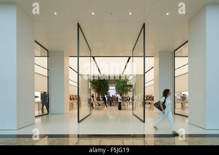 New Apple store in Mall of the Emirates, Dubai United Arab Emirates - Stock Photo
