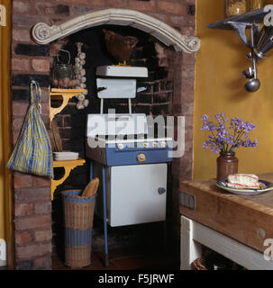 Fifties gas stove in an alcove in a nineties kitchen - Stock Photo