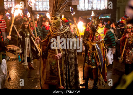 Lewes, East Sussex, UK. 5th November, 2015. With over 4000 people in costume in processions and 26,000 flaming torches, - Stock Photo