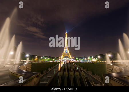 Illuminated Eiffel Tower at night, water fountains at Trocadero, tour Eiffel, Paris, Ile-de-France, France - Stock Photo