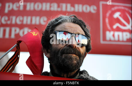 Moscow, Russia. 7th Nov, 2015. A man attends a rally of Russian Communist Party activists and supporters to mark the 98th anniversary of the 1917 Russia's October Revolution in central Moscow, Russia, on Nov. 7, 2015. Credit:  Oxana Onipko/Xinhua/Alamy Live News Stock Photo