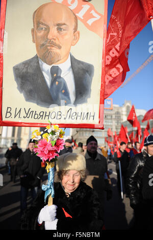 Moscow, Russia. 7th Nov, 2015. An old woman holds a portrait of Lenin while attending a rally of Russian Communist Party activists and supporters to mark the 98th anniversary of the 1917 Russia's October Revolution in central Moscow, Russia, on Nov. 7, 2015. Credit:  Oxana Onipko/Xinhua/Alamy Live News Stock Photo