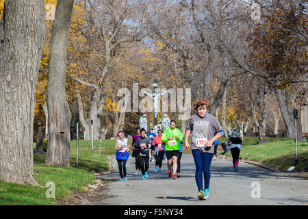 Detroit, Michigan USA. Runners in Holy Cross Cemetery during the annual Run of the Dead 5K/10K race. The event celebrates - Stock Photo