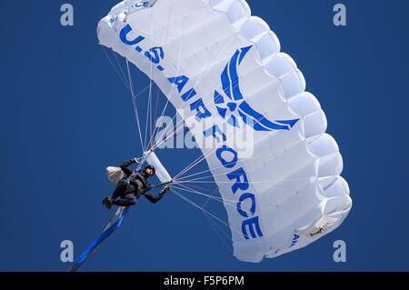 Colorado Springs, Colorado, USA. 7th Nov, 2015. An Air Force Academy Wings of Blue skydiver flies into the stadium - Stock Photo