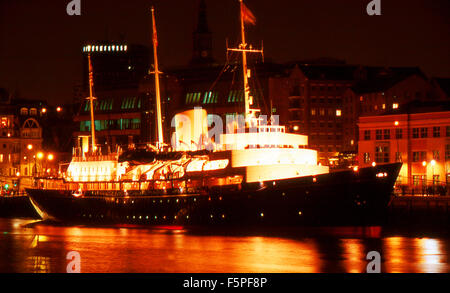 Royal Yacht Britannia River Tyne before laying up at Edinburgh - Stock Photo