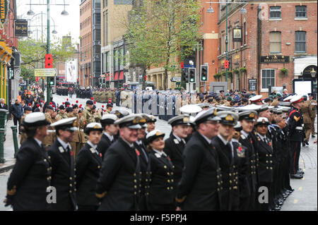 Birmingham, UK. 08th Nov, 2015. Remembrance Sunday: Military personnel wait on Broad Street to march towards Centenary - Stock Photo