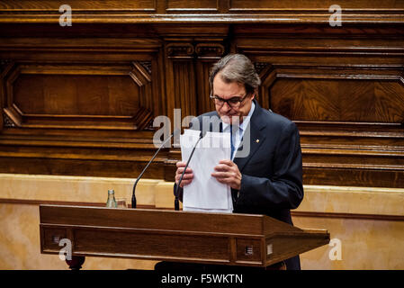 Barcelona, Catalonia, Spain. 9th Nov, 2015. Acting Catalan president ARTUR MAS ends his speech for the investiture - Stock Photo