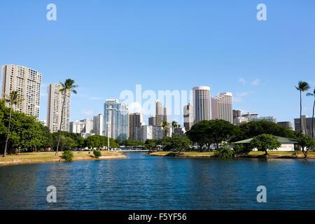 Honolulu, Hawaii. 6th Nov, 2015. Wide-angle view of Waikiki high-rise buildings viewed from Ala Moana Beach Park, - Stock Photo