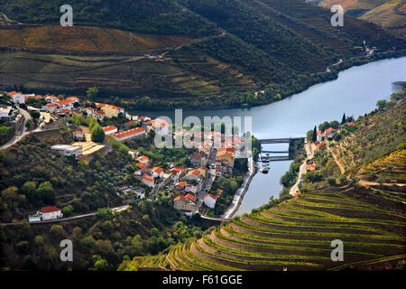 Pinhao town and Douro river, in the heart of Alto Douro Wine Region (UNESCO World Heritage, Site), Porto e Norte, - Stock Photo