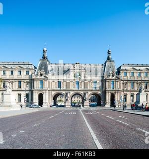 France, Paris, Le Louvre museum seen from the Pont du Carrousel - Stock Photo