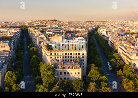 Central Paris, in late afternoon, Avenues Hoch and de Friedland at the end of the afternoon in the 8th arrondissement. - Stock Photo