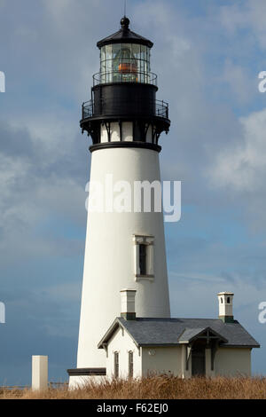 Yaquina Head Lighthouse, Oregon's tallest lighthouse stands 93 feet tall near Newport, Oregon, USA. - Stock Photo
