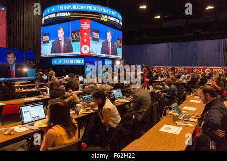 Milwaukee, Wisconsin, USA. 10th Nov, 2015. Reporters gather inside the filing center within UW-Milwaukee Panther - Stock Photo
