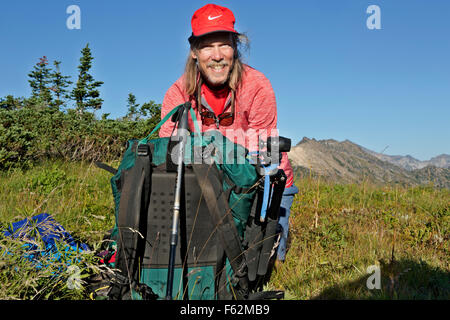 WA10902-00...WASHINGTON - Unpacking at a campsite along the crest of Liberty Cap in the Glacier Peak Wilderness - Stock Photo