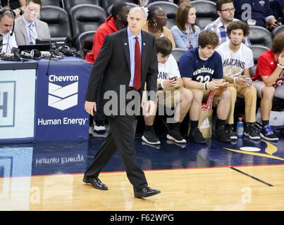 New Orleans, LA, USA. 10th Nov, 2015. Dallas Mavericks head coach Rick Carlisle calls for a time out during an NBA - Stock Photo