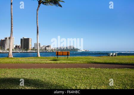 Honolulu, Hawaii. 6th Nov, 2015. Diamond Head mountain and Waikiki hotels viewed from Magic Island in Ala Moana - Stock Photo