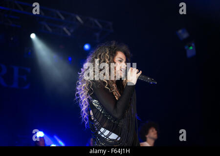 Birmingham, UK. 11, November, 2015. Mobo Award Winning Ella Eyre performs live in Birmingham UK at the O2 Academy - Stock Photo