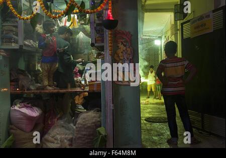 Kolkata, Indian state West Bengal. 11th Nov, 2015. Indian children enjoy Kali Puja and Dewali in Kolkata, capital of eastern Indian state West Bengal, Nov. 11, 2015. Kali Puja, a Hindu festival celebrated in eastern India and Diwali, the festival of lights and the largest Hindu festival of the year are celebrated simultaneously in India. Credit:  Tumpa Mondal/Xinhua/Alamy Live News
