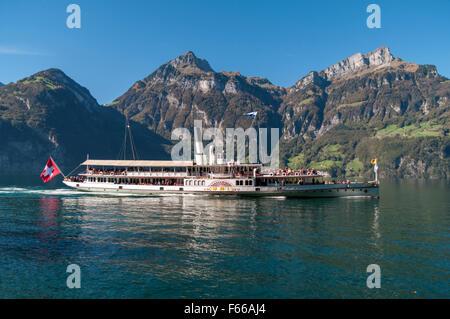 1901-built sidewheel paddle steamer Uri cruising Lake Lucerne on a sunny autumn day. - Stock Photo