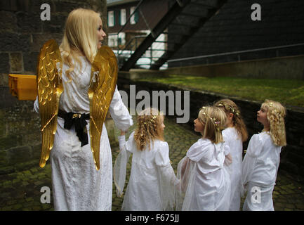 Engelskirchen, Germany. 13th Nov, 2015. A young girl as 'Christkind' (Christ child) and children arrive at the Christmas - Stock Photo