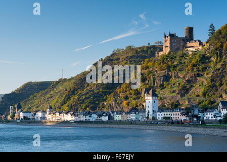 Rhine town of St Goarshausen at foot of Burg Katz castle - Stock Photo