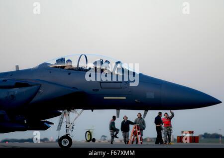 Lakenheath, UK. November 12, 2015. US Air Force F-15 Strike Eagle fighter aircraft prepares to depart RAF Lakenheath - Stock Photo