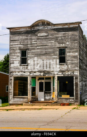 Small town Store in Kingston Wisconsin. As with many places in America, ghost towns are all that remains of once - Stock Photo