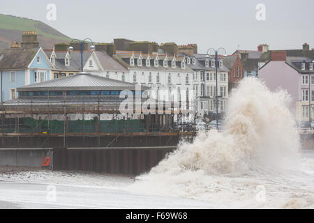 Aberystwyth, Wales., UK. 15th Nov 2015th. Huge waves  pound the new bandstand under construction on Aberystwyth - Stock Photo