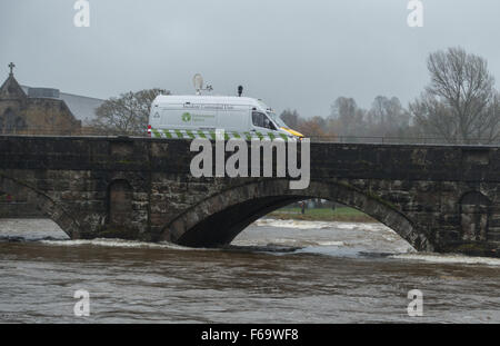 An Incident Command Unit of the Environmental Agency monitoring water levels on the River Kent - Stock Photo