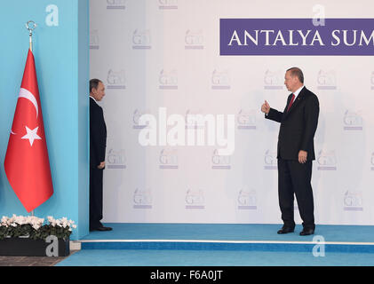 151115) -- ANTALYA, Nov. 15, 2015 (Xinhua) -- Turkish President Recep Tayyip Erdogan (R) talks with Russian President - Stock Photo
