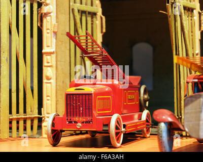 Speelgoedmuseum Deventer, clockwork wind-up tin toy, fire engine with ladder - Stock Photo
