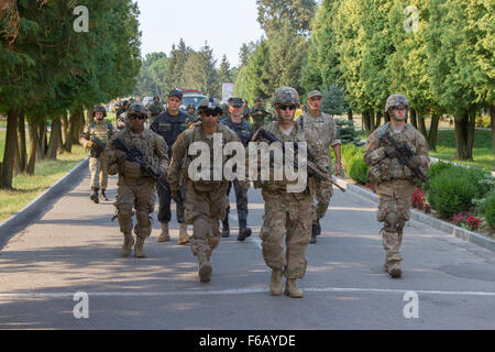 U.S. Soldiers assigned to the 173rd Airborne Brigade lead a formation of Ukrainian National Guard soldiers on a - Stock Photo