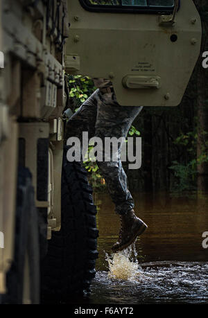 Flood water from the Edisto River quickly rose during high tide, while South Carolina National Guard Soldiers helped - Stock Photo