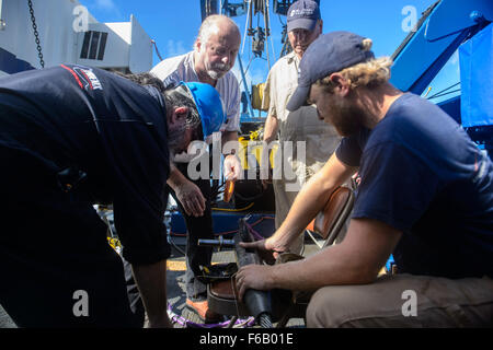 151023-N-RZ218-131   BAHAMAS (Oct. 23, 2015) Contractors with Phoenix International Incorporated prepare a tow pinger - Stock Photo