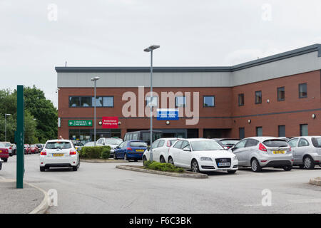Waters Meeting Health Centre, Astley Bridge, Bolton. A National Health Service (NHS) GP surgery and community health - Stock Photo