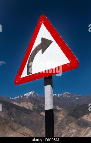 India, Himachal Pradesh, Yangthang, Hindustan-Tibet Highway, sharp bend sign on high altitude mountain road - Stock Photo