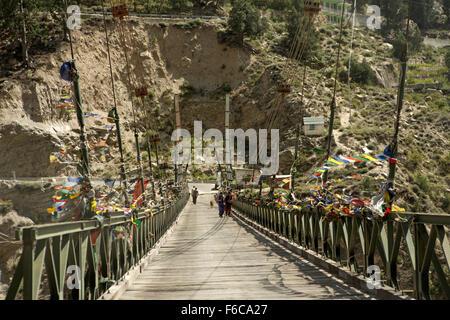 India, Himachal Pradesh, Kinnaur, Akpa Khas, people on foot crossing suspension bridge over Sutlej River - Stock Photo